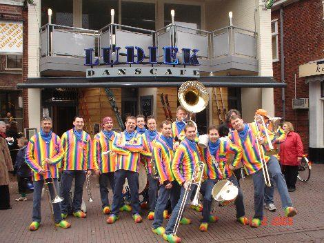 De Straatklinkers winnaars van de Gouden Dweil in Sneek (foto PR).